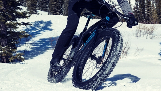 GUY RIDING TREK FARLEY FAT BIKE IN THE SNOW